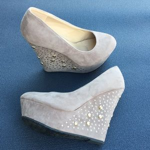 Delicacy Tan Studed Wedges